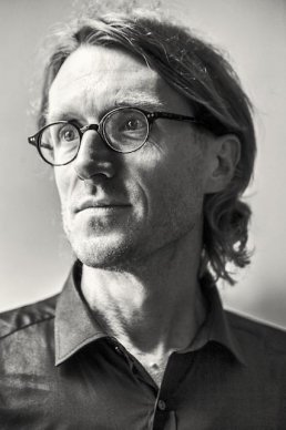 'Boem, elleboogslag, daar ligt alles plat' door Ignaas Devisch